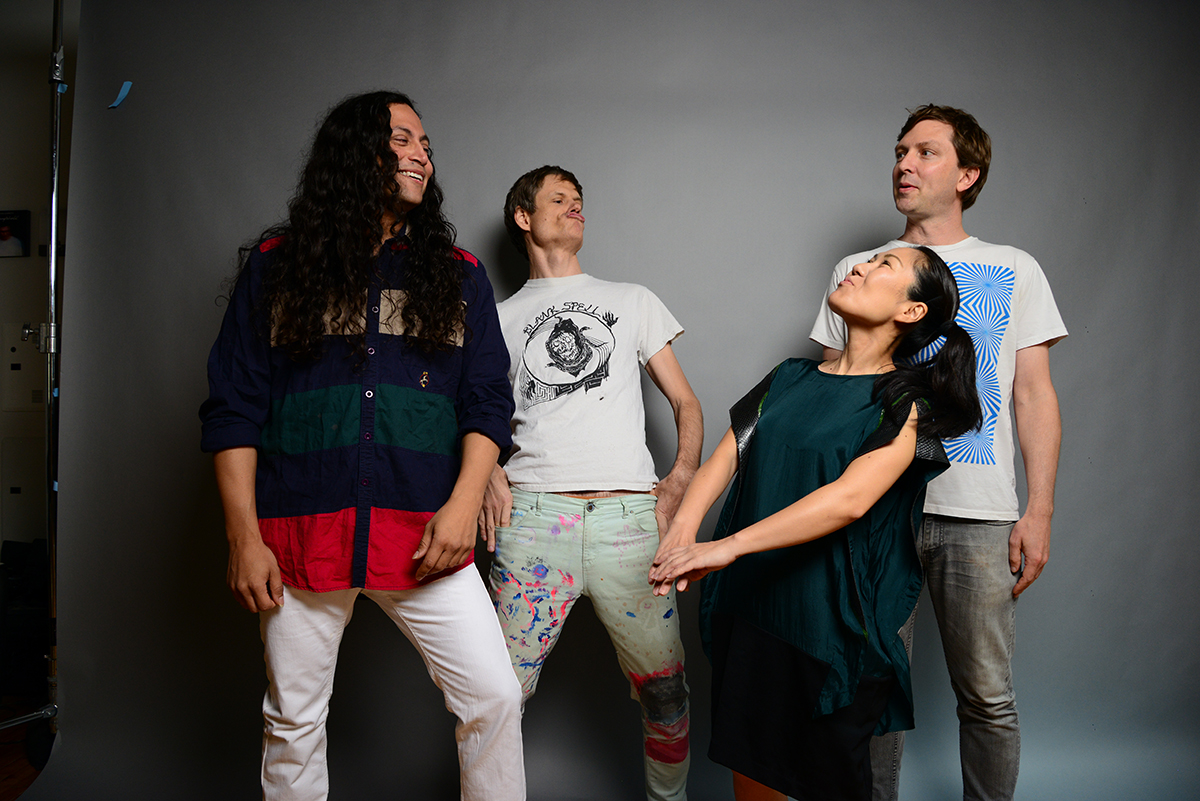 Deerhoof & Tigue play 'Friend Opportunity'