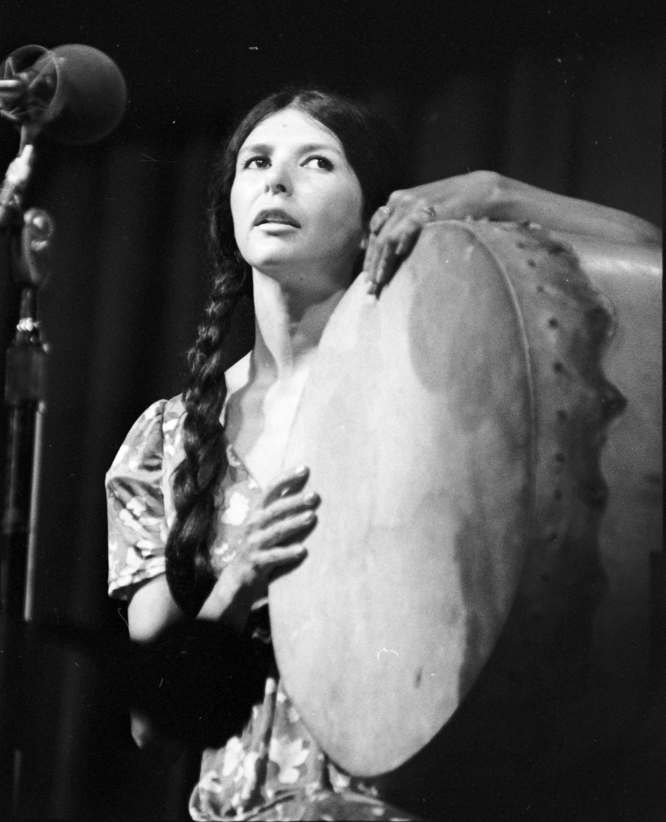 Alanis Obomsawin performing 'Bush Lady'
