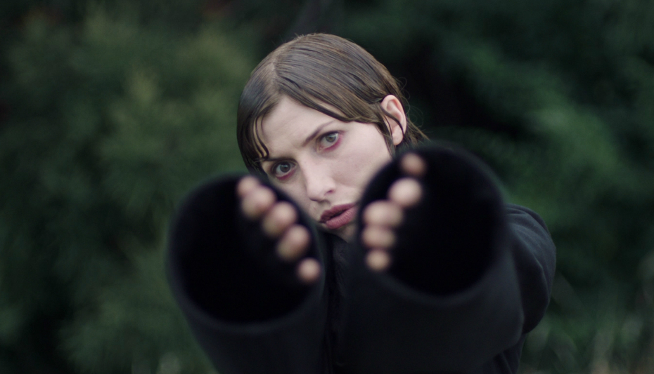 Aldous Harding shares video for 'Blend'